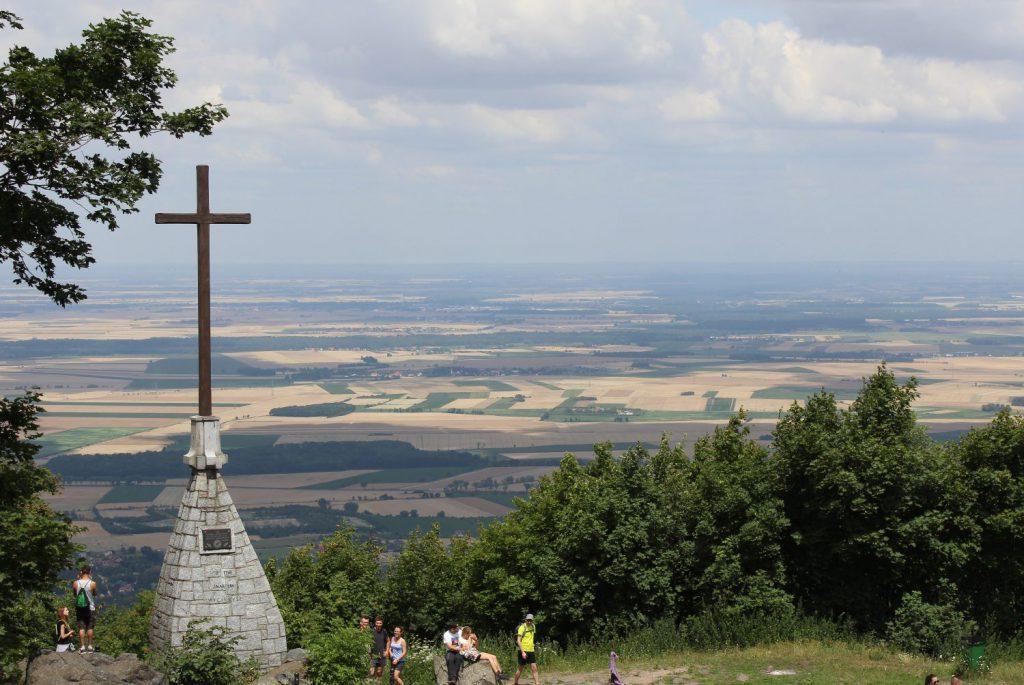 Góra Ślęża - krzyż milenijny