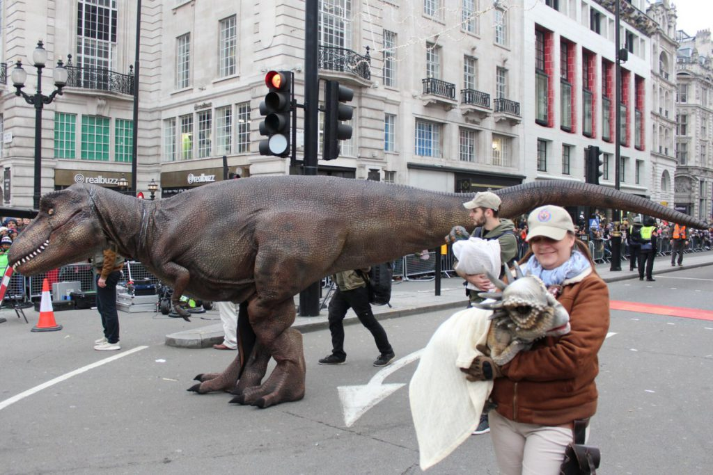dinozaur Londyn - parada noworoczna 2020